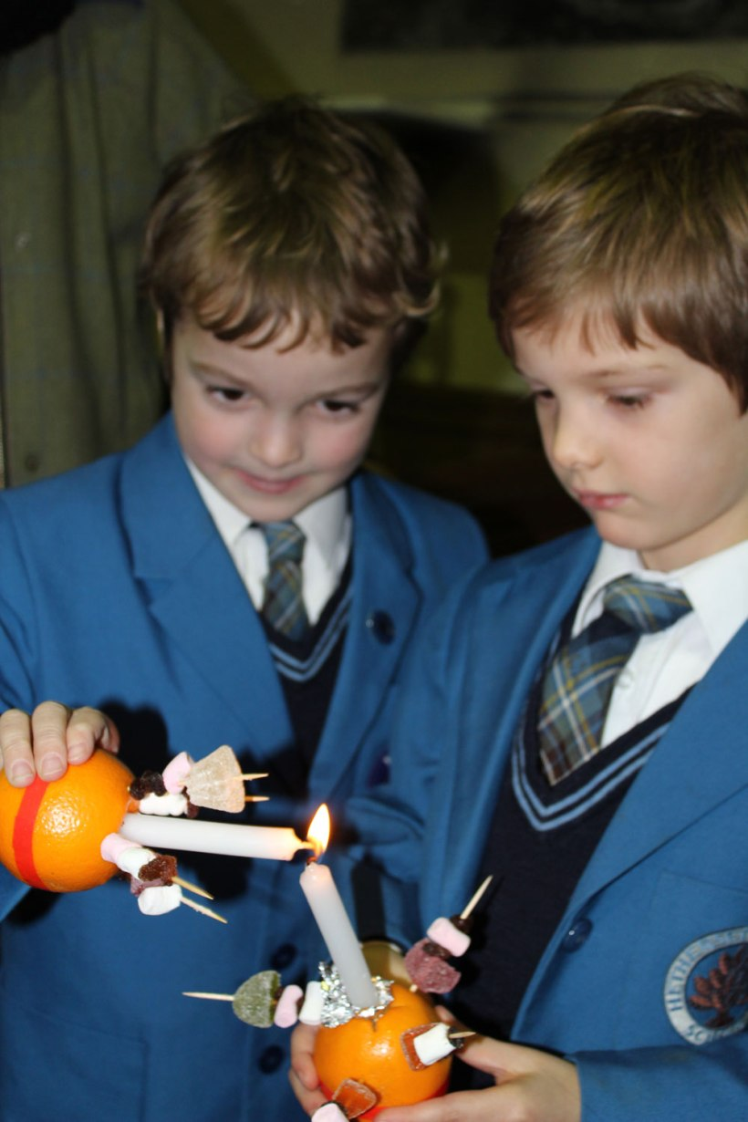 Christingle-Service-boys